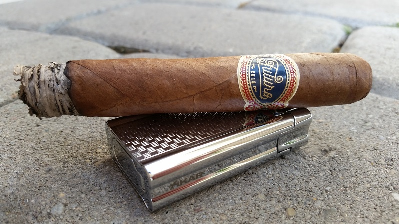 Team Cigar Review: Warped Futuro Selección Suprema