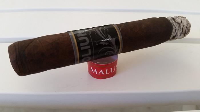 Team Cigar Review: Sacra Folium Malus Robusto