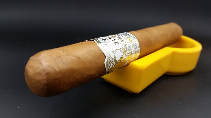 Team Cigar Review: Jas Sum Kral Zlatno Sonce Toro