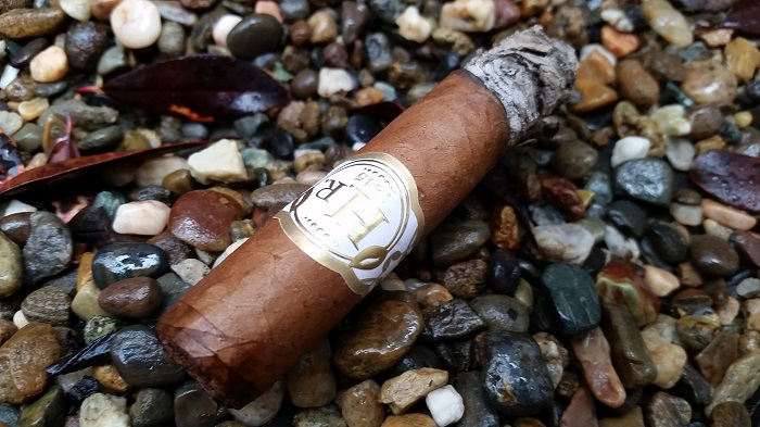 Team Cigar Review: H.R. Claro 109