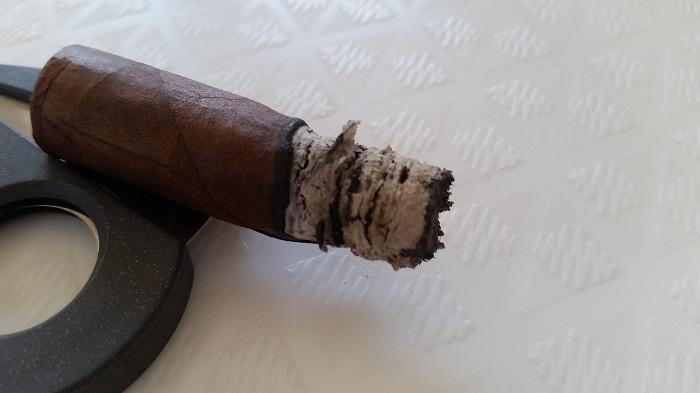 Team Cigar Review: Jas Sum Kral Red Knight Lancero