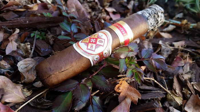 Team Cigar Review: Hoyo de Monterrey Hoyo La Amistad Robusto