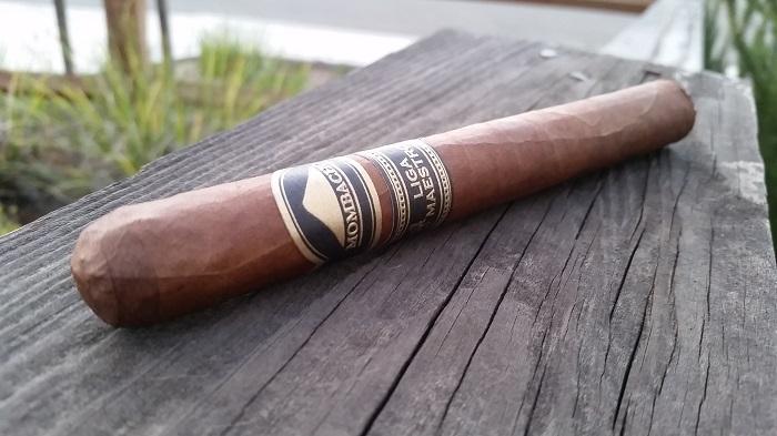 Team Cigar Review: Mombacho Liga Maestro Doble Robusto