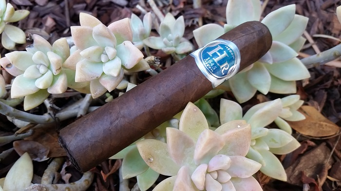 Team Cigar Review: H.R. Blue Petit Edmundo