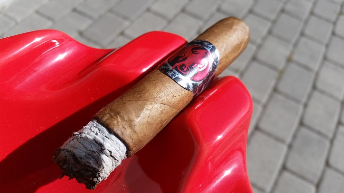 Team Cigar Review: Ventura Archetype Initiation Toro