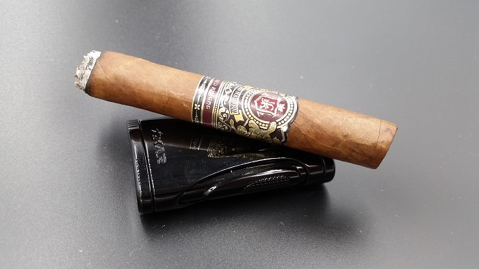 Team Cigar Review: Jas Sum Kral Red Knight Lonsdale