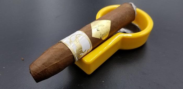 Team Cigar Review: Cavalier Geneve White Series Salomones