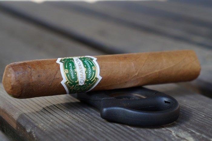 Team Cigar Review: El Artista Cimarron Connecticut Robusto