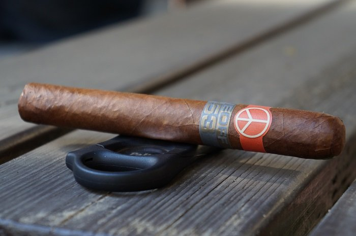 Team Cigar Review: Illusione OneOff +53 Super Robusto