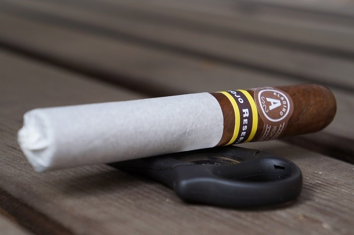 Team Cigar Review: JRE Aladino Corojo Reserva Robusto