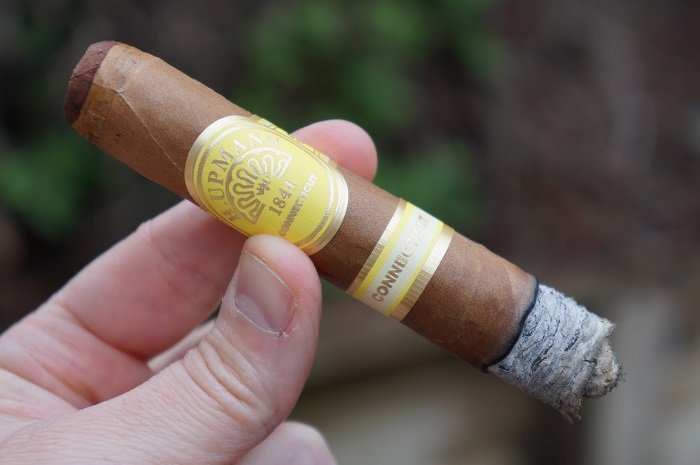 Team Cigar Review: H. Upmann Connecticut by Grupo de Maestros Toro