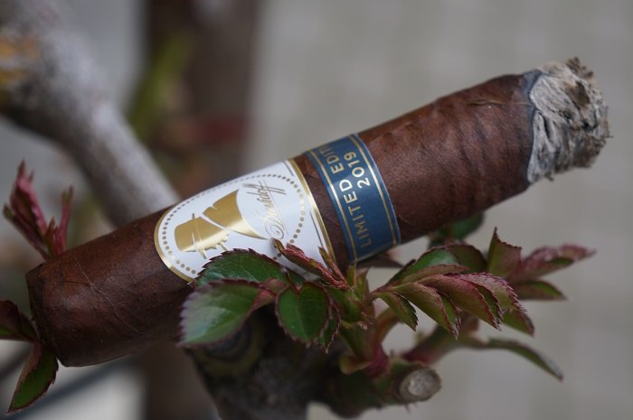 Team Cigar Review: Winston Churchill Limited Edition 2019 Robusto