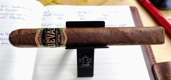 Team Cigar Review: Casa Cuevas Maduro Clásico Prensado