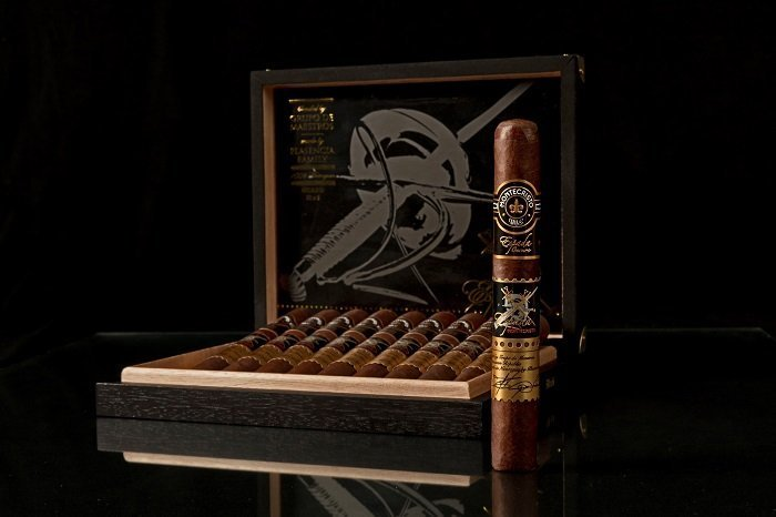 Cigar News: Montecristo Announces Espada Oscuro