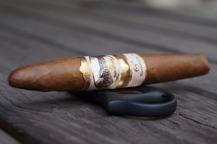 Team Cigar Review: Señorial 65th Anniversary