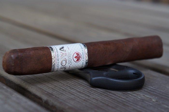 Team Cigar Review: Joya de Nicaragua JOYA Silver Toro