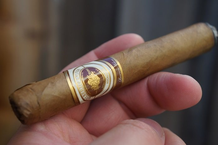 Team Cigar Review: Oliva Gilberto Reserva Blanc Corona
