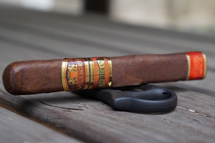 Team Cigar Review: Villiger La Meridiana Toro Box Press