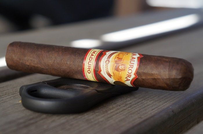 Team Cigar Review: La Aurora 1985 Maduro Robusto