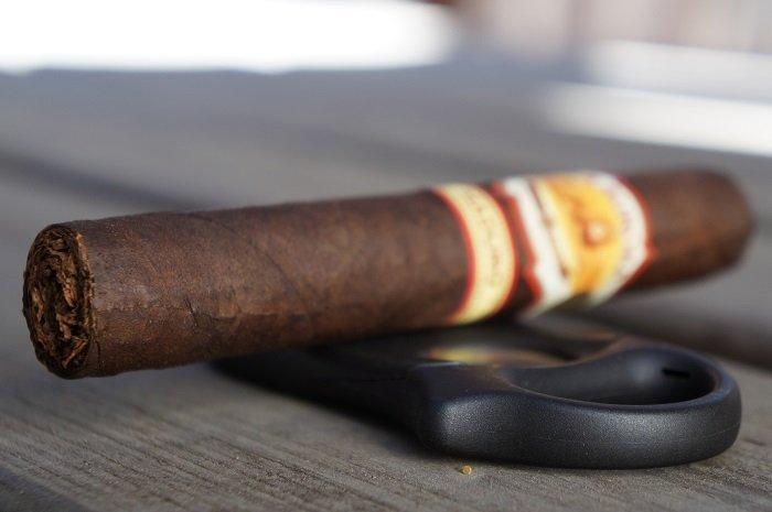 Team Cigar Review: La Aurora 1985 Maduro Robusto