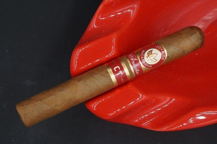 Team Cigar Review: Joya de Nicaragua Añtano CT Toro