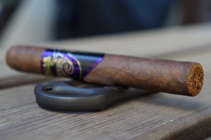 Team Cigar Review: Oscar Valladares Super Fly Super Corona