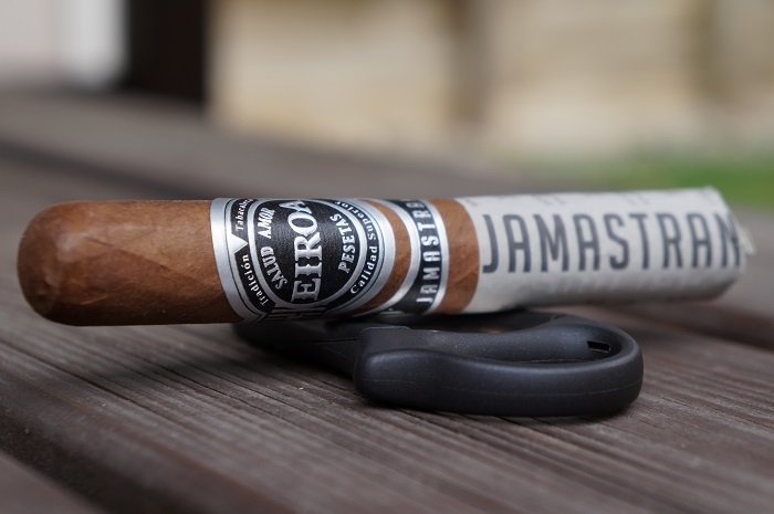 Team Cigar Review: Eiroa Jamastran Robusto
