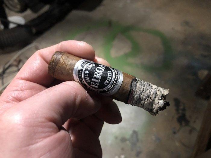 Team Cigar Review: Eiroa Jamastran Robusto