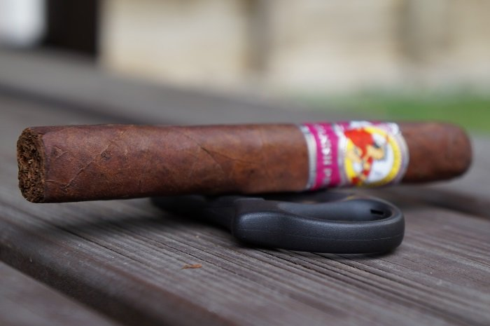 Team Cigar Review: La Gloria Cubana Spanish Press Robusto