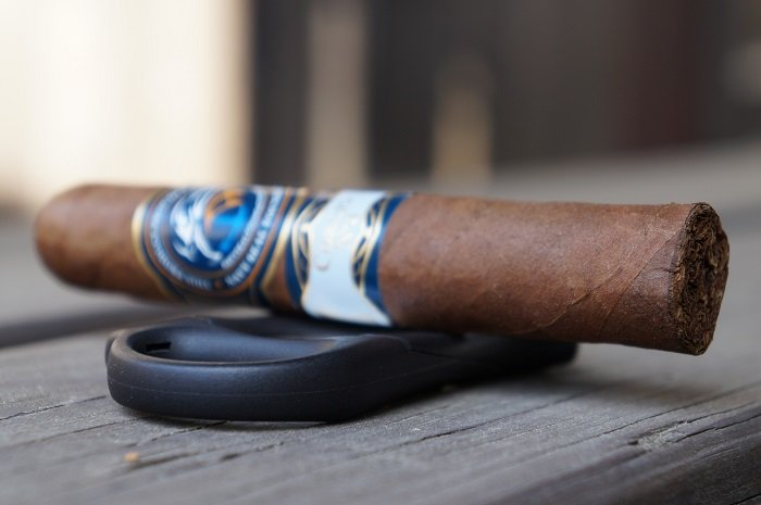 Team Cigar Review: Southern Draw Private Blend Corojo No. 4 Robusto