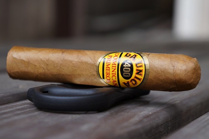 Team Cigar Review: La Unica Natural No. 400