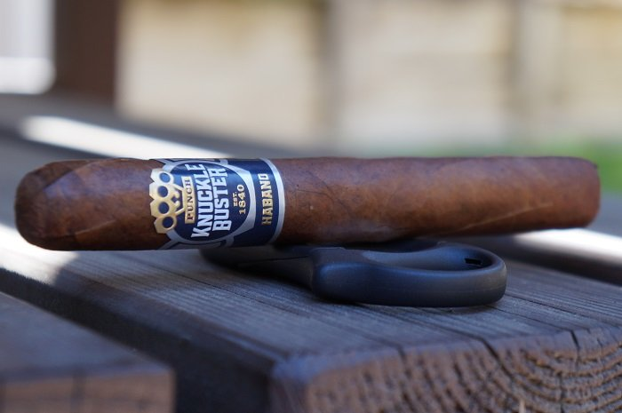 Team Cigar Review: Punch Knuckle Buster Habano Toro