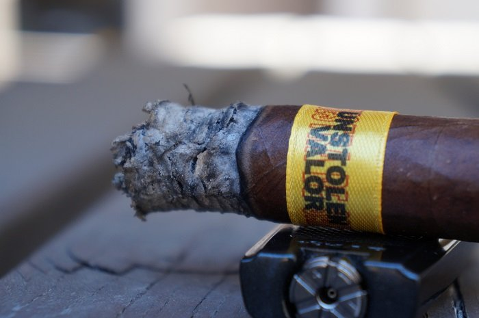 Team Cigar Review: Dunbarton Tobacco & Trust Muestra de Saka Unstolen Valor