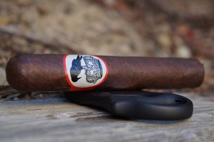 Team Cigar Review: Stolen Throne Crook of the Crown Robusto