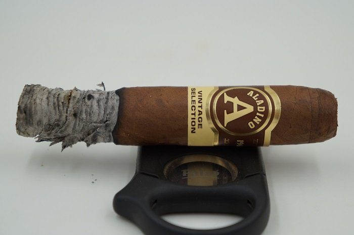 Team Cigar Review: JRE Aladino Habano Vintage Selection Rothschild