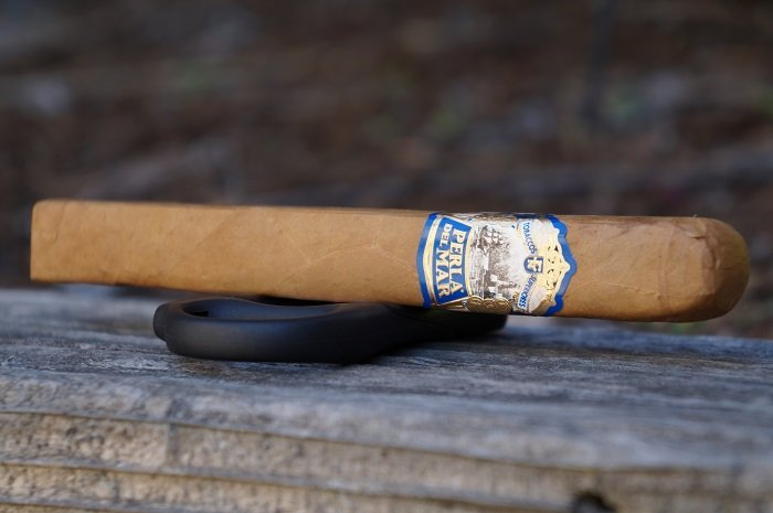 Team Cigar Review: Perla del Mar Natural Perla G