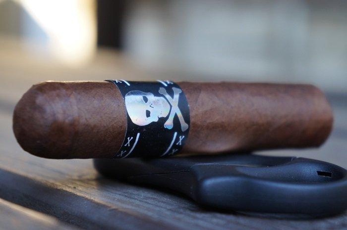 Team Cigar Review: Viaje Skull and Bones Daisy Cutter 2020