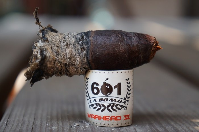 Team Cigar Review: 601 La Bomba Warhead VI