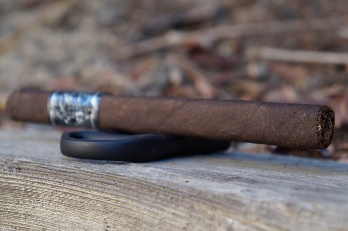 Team Cigar Review: Black Label Trading Company Super Deluxe Lancero