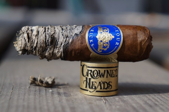 Team Cigar Review: Crowned Heads Four Kicks Capa Especial Robusto