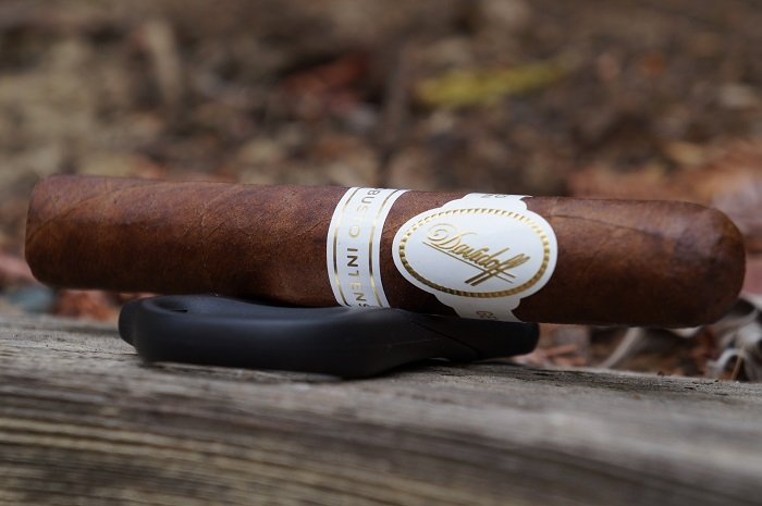Team Cigar Review: Davidoff Robusto Intenso