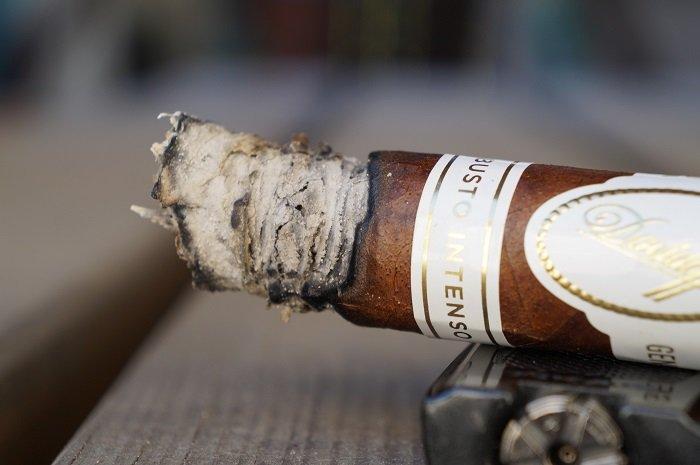 Team Cigar Review: Davidoff Robusto Intenso