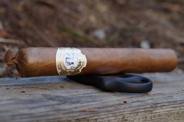 Team Cigar Review: La Palina Goldie Laguito No. 6