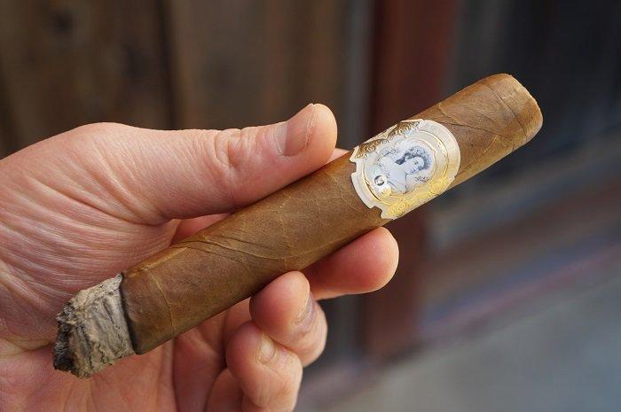 Team Cigar Review: La Palina Goldie Laguito No. 6