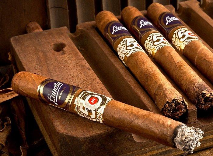 Cigar News: Aganorsa Lunatic JR 50th Announced