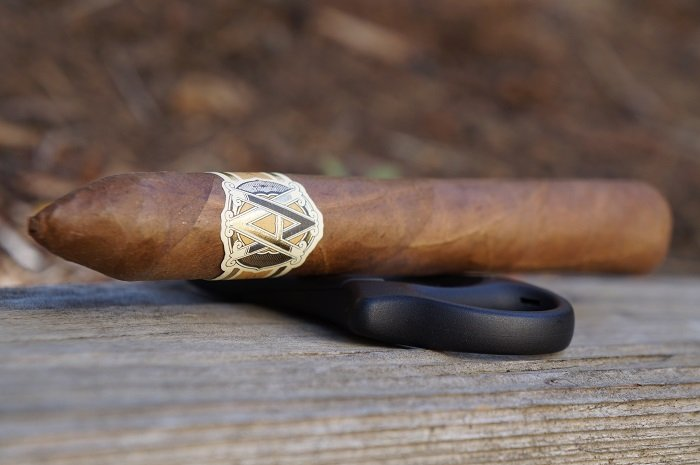 Team Cigar Review: AVO Classic Belicoso