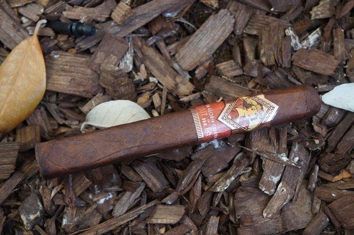 Team Cigar Review: La Gloria Cubana Spirit of the Lady Toro