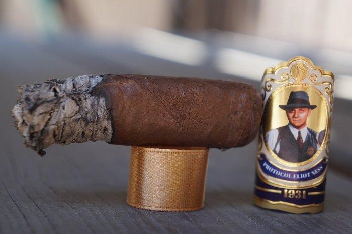 Team Cigar Review: Protocol Eliot Ness Natural