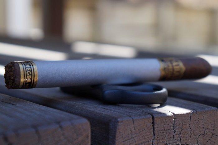 Team Cigar Review: Tabak Especial Negra Lonsdale