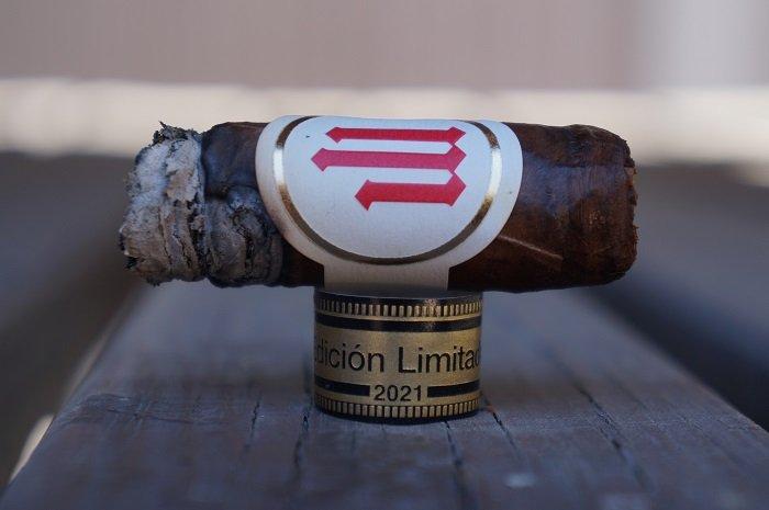 Team Cigar Review: Crowned Heads Mil Días Escogidos Edición Limitada 2021